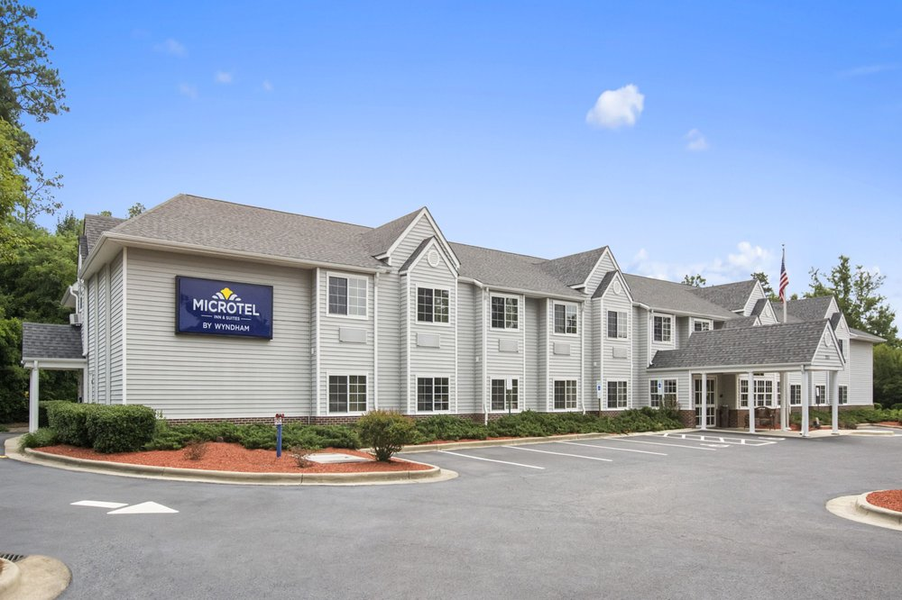 Microtel Inn & Suites by Wyndham Southern Pines: 205 Windstar Place, Southern Pines, NC