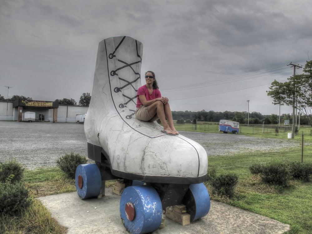 Giant Roller Skate: 12099 Marsh Rd, Bealeton, VA