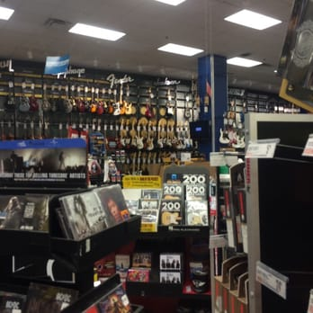 guitar center 11 photos 10 reviews guitar stores 3910 university ave west des moines