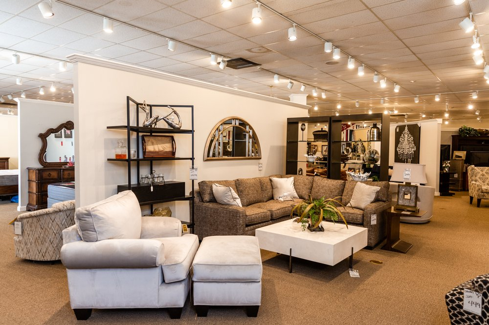 Stahl's Furniture & Bedding: 926 E Mcdonald St, Mount Pulaski, IL