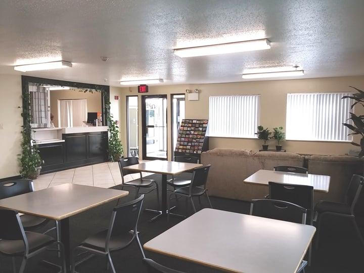 Economy Inn: 401 Outlet Blvd, Seymour, IN