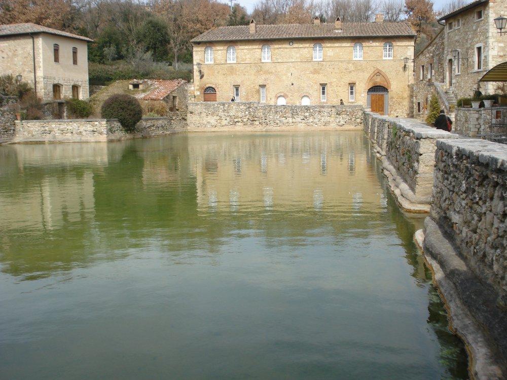 Bagno vignoni monumenti luoghi storici e d 39 interesse for O bagno vignoni