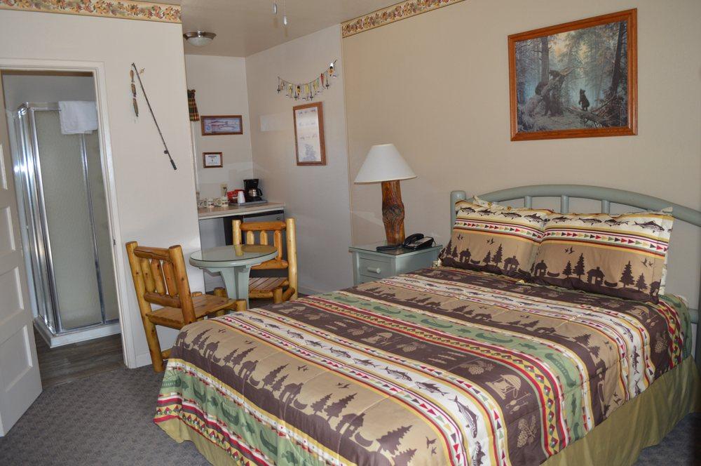 Sequoia Lodge: 16123 Sierra Way, Kernville, CA