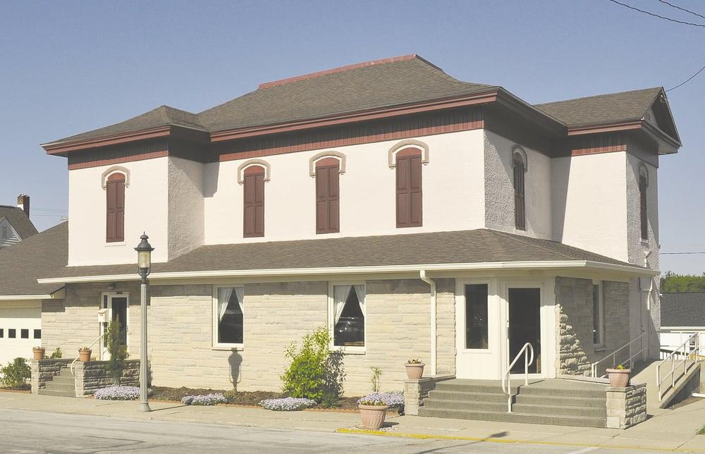 Genda Funeral Home-Reinke Chapel: 103 N Center St, Flora, IN
