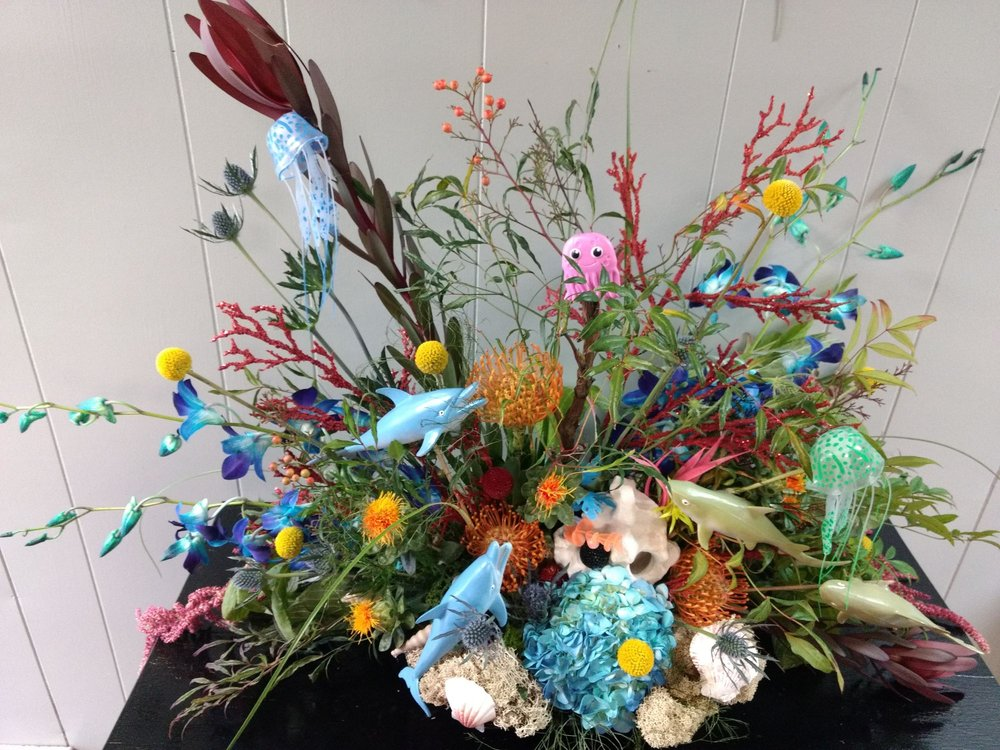 Lee's Flower And Gifts: 215 W 4th St, Holton, KS