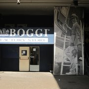 Boggi factory store men 39 s clothing viale lancetti 28 for Milan factory outlet