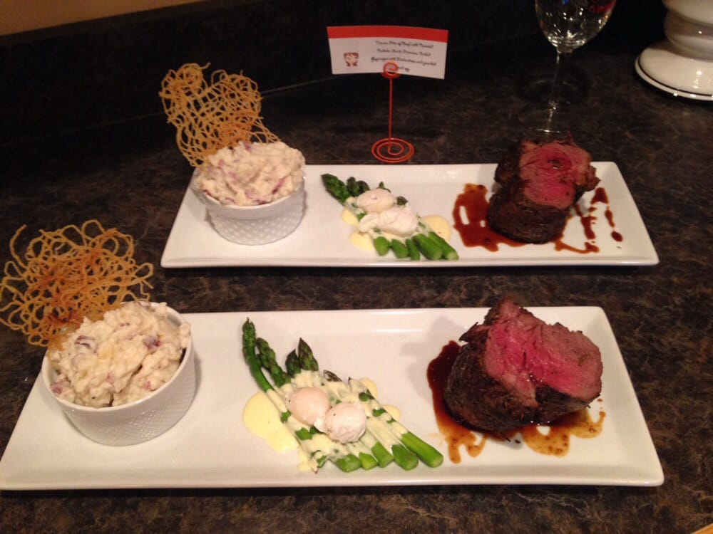 tuscan rubbed filet of beef asparagus with hollandaise