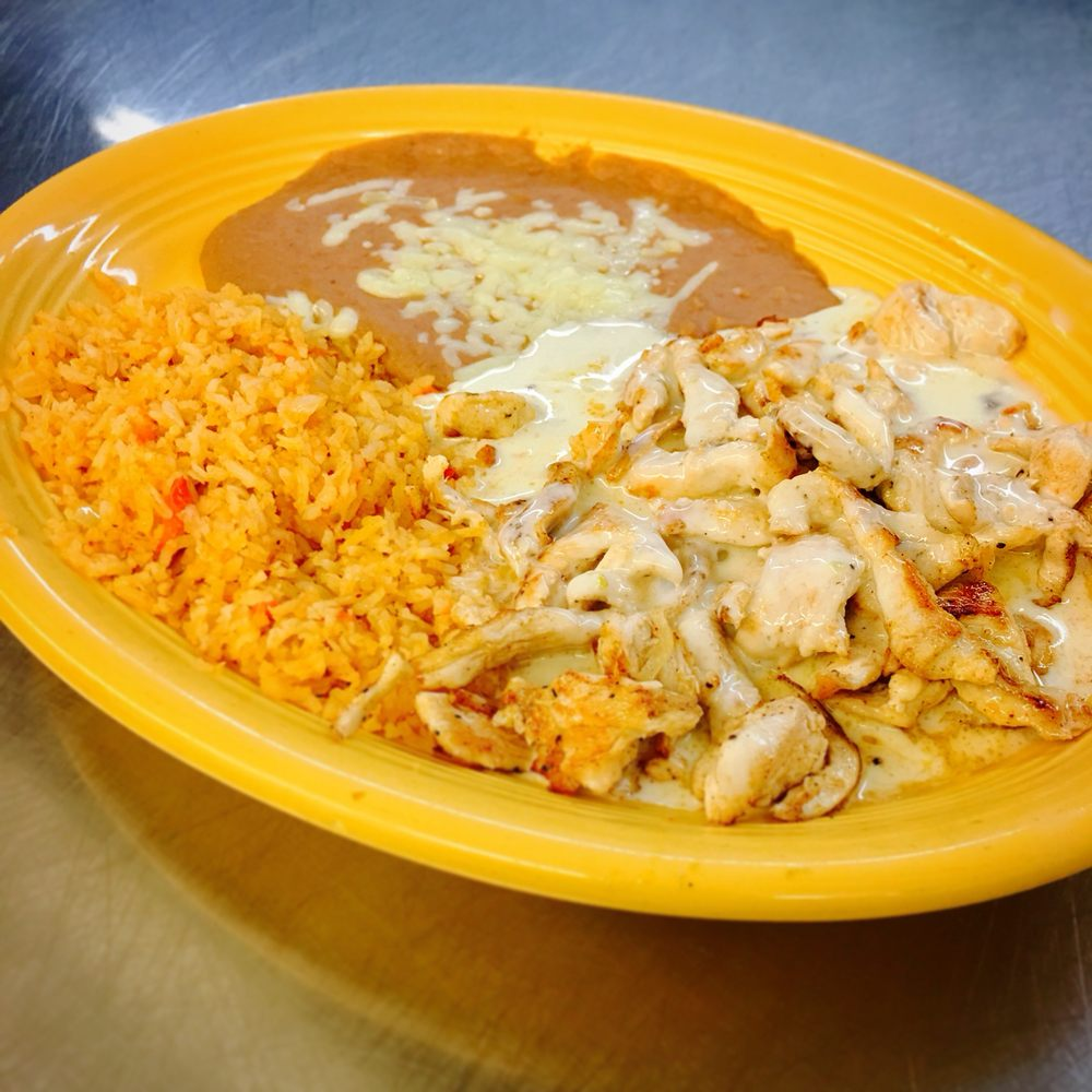 El Maguey: 964 S Main St, Maryville, MO