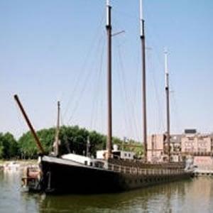 Pannekoekschip, 't: Sluiskade 3, Almere Haven, FL