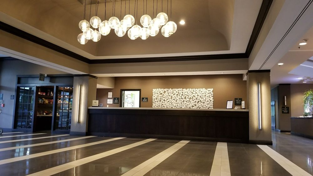 Embassy Suites by Hilton Dulles Airport: 13341 Woodland Park Rd, Herndon, VA