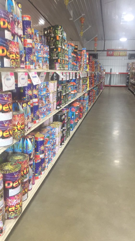 Starr Fireworks: 10908 38th St S, Horace, ND
