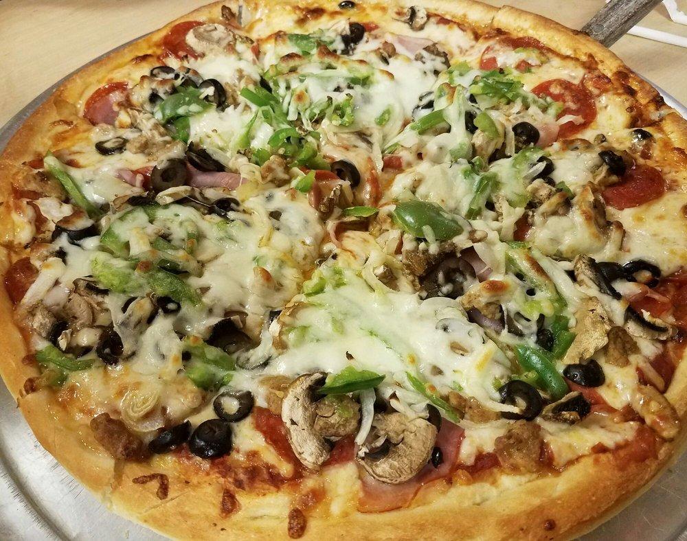 House of Pizza: 2016 N Piedras St, El Paso, TX
