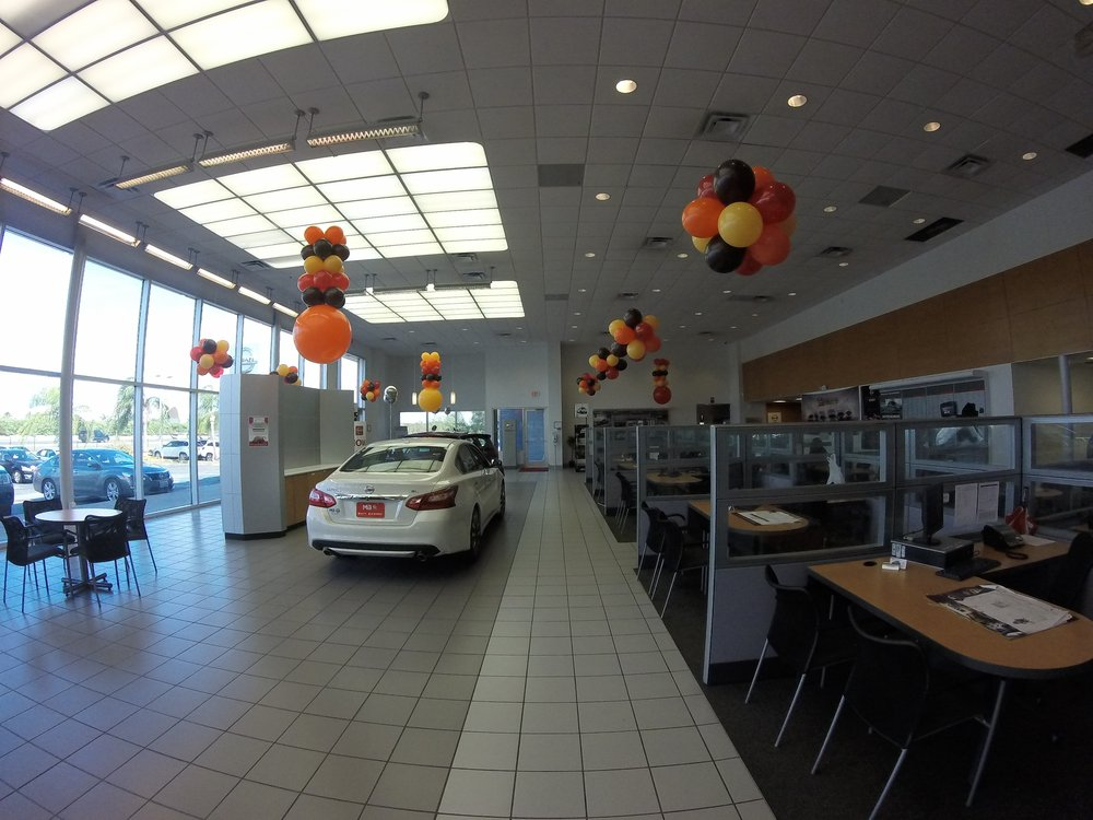 Nissan Of New Orleans >> Matt Bowers Nissan In New Orleans Showroom Yelp