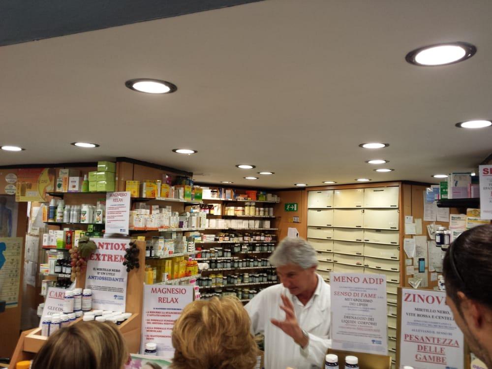 Foto di Farmacia Legnani - Milano, Italia. Davvero non manca nulla!