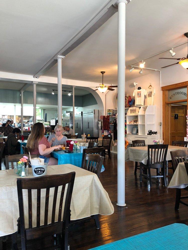 Family Tree Ts Cafe: 100 Old Church St, Low Moor, VA