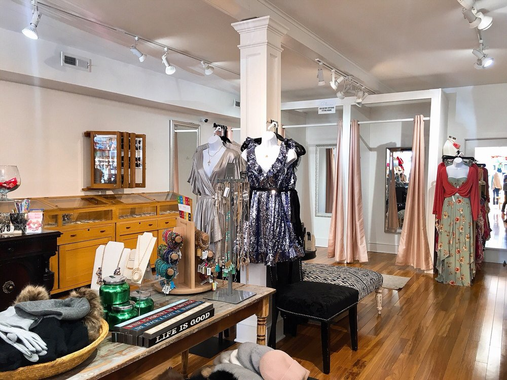 Rochelle's Of Mystic: 11 Cottrell St, Mystic, CT