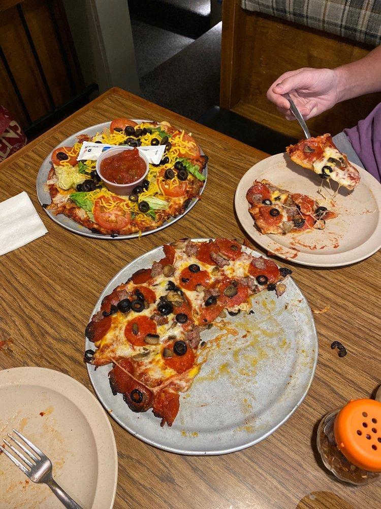 Rafferty's Pizza: 14136 Baxter Dr, Brainerd, MN