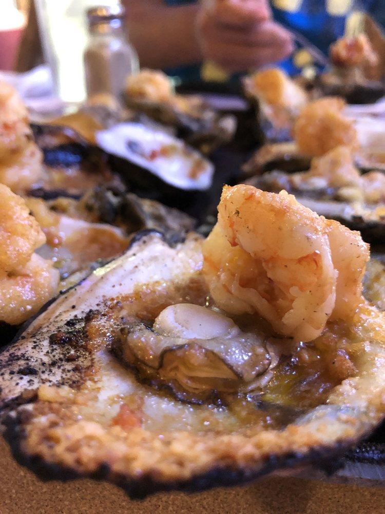 Gilhooley's Restaurant and Oyster Bar: 222 9th St, San Leon, TX