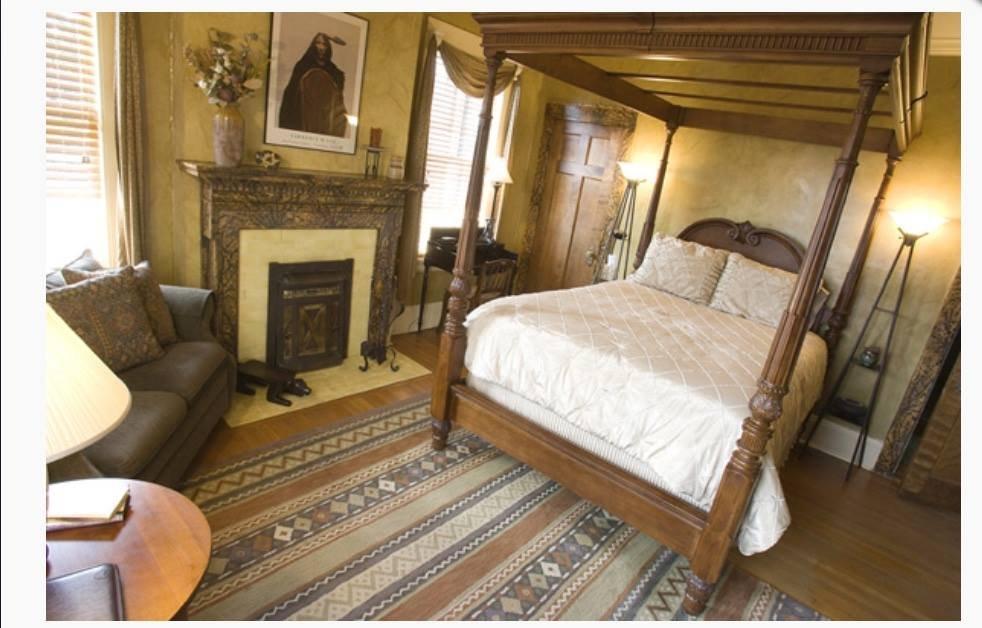 Highland Place Bed & Breakfast: 519 N Highland Ave, Jackson, TN