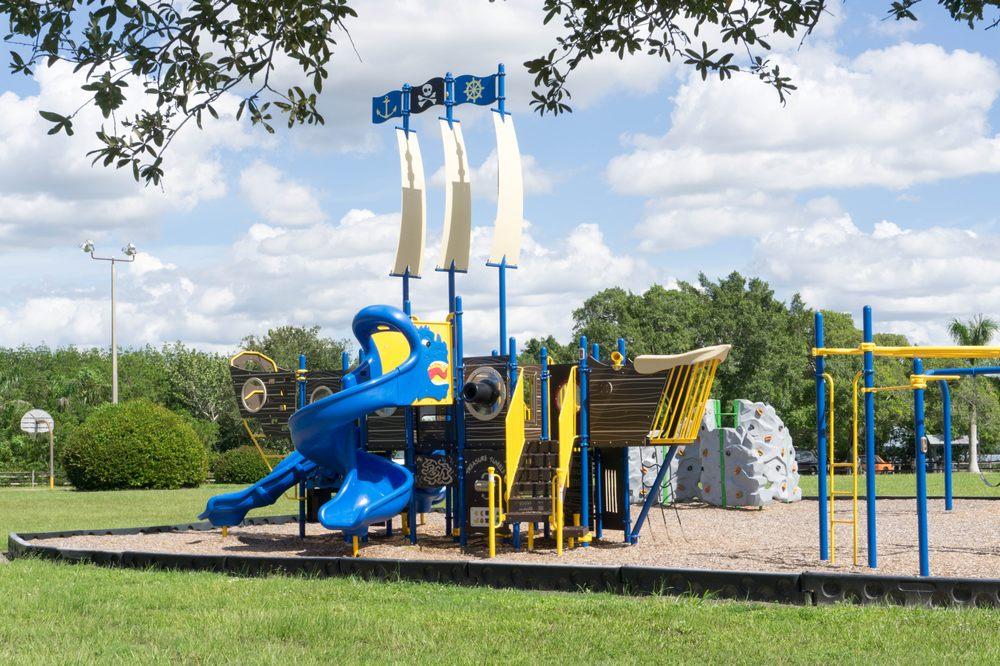 Matlacha Park: 4577 Pine Island Rd NW, Matlacha, FL