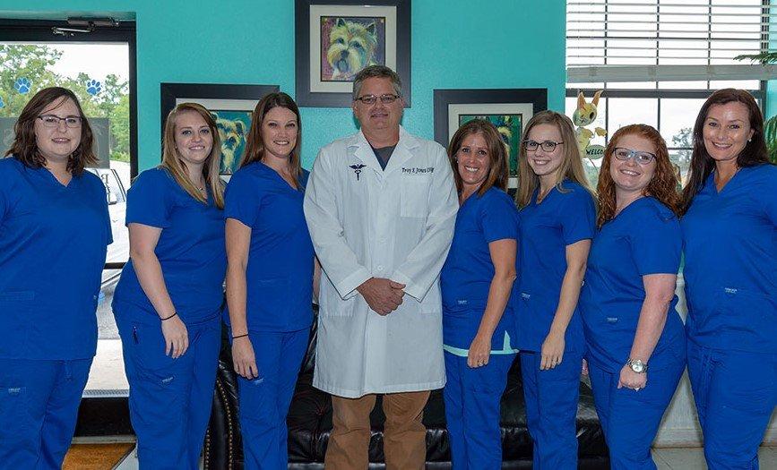 Jones Veterinary Hospital: 1118 Sanford Rd, Andalusia, AL
