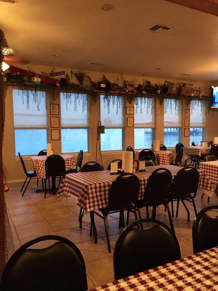 Lake Striker Restaurant & Marina: 18560 Country Rd 4256 S, Reklaw, TX