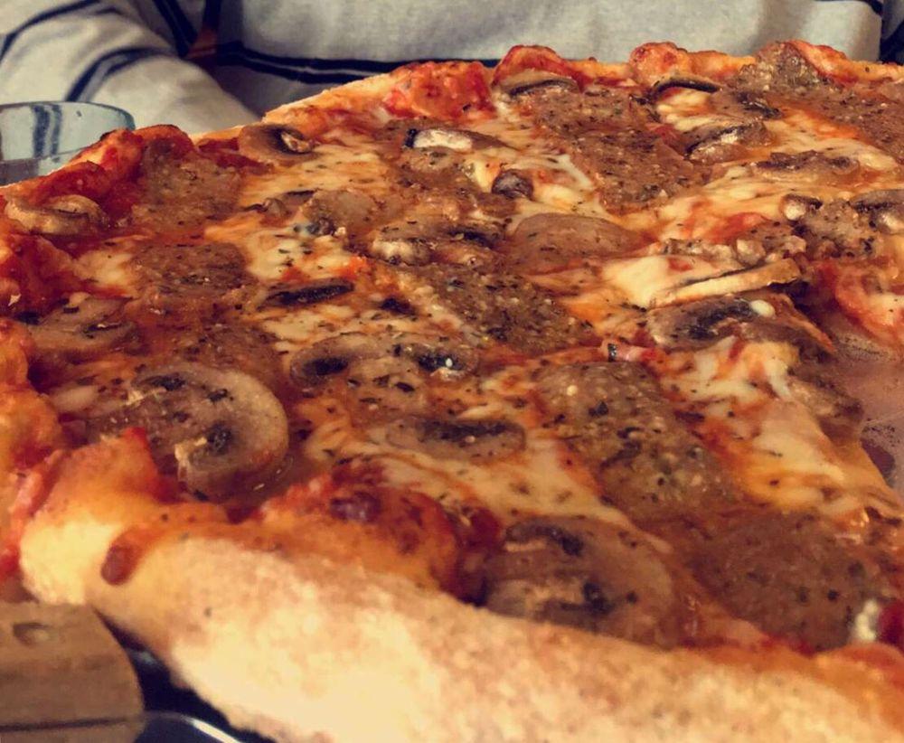 Brooklyn Pizza: 501 Ct St, Fulton, MO
