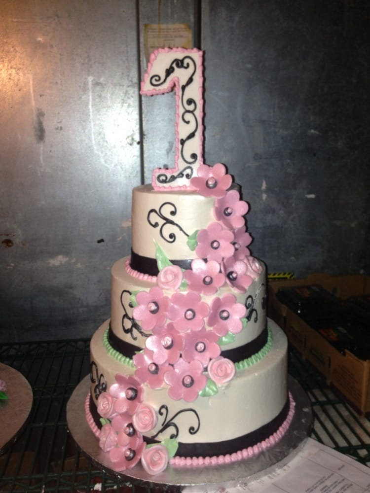 My Daughters First Birthday Cake They Were So Reasonable With Price