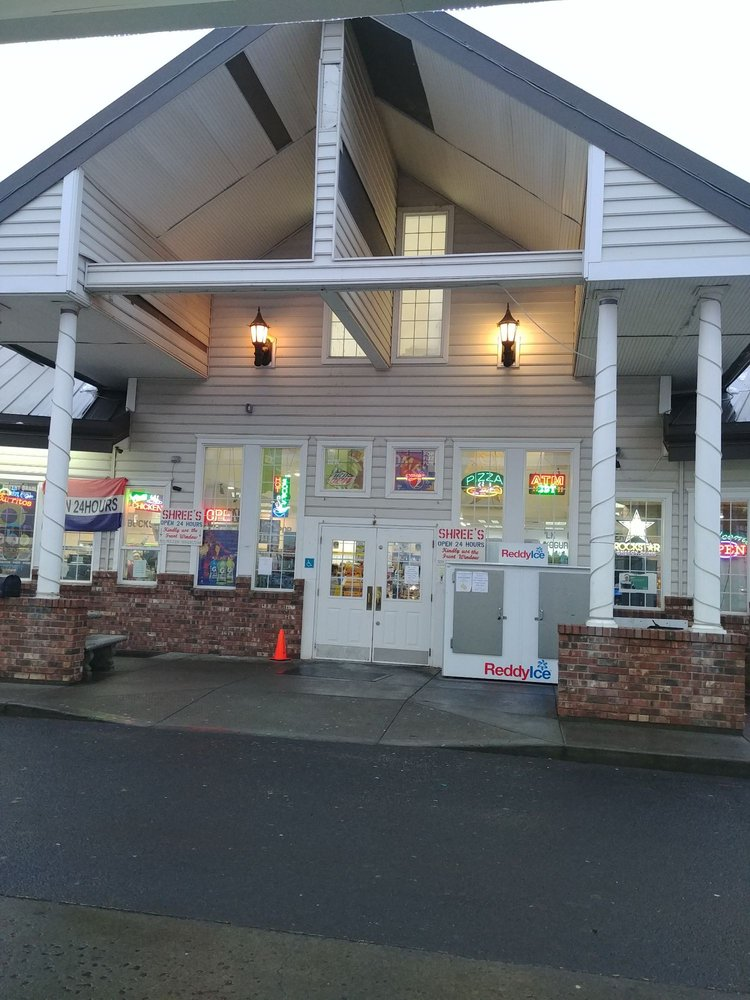 Shree's Truck Stop: 404 South Frontage Rd, George, WA