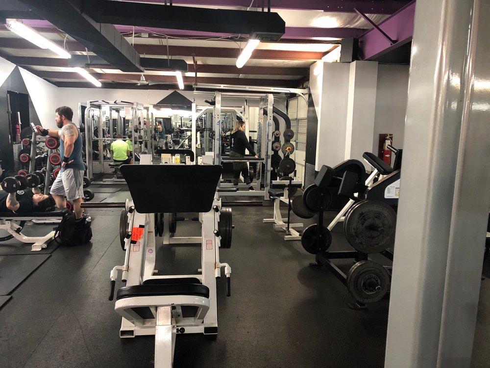Fitness 2000: 1100 Greenwood Xing, Bessemer, AL