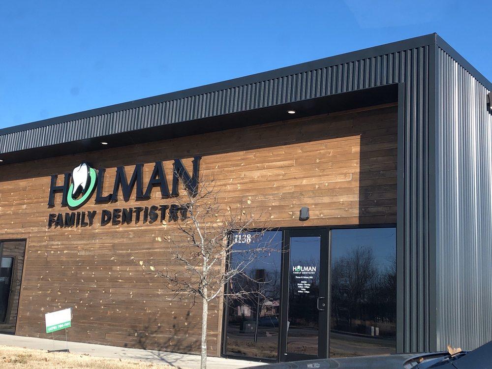 Holman Family Dentistry: 1138 E Centerton Blvd, Centerton, AR