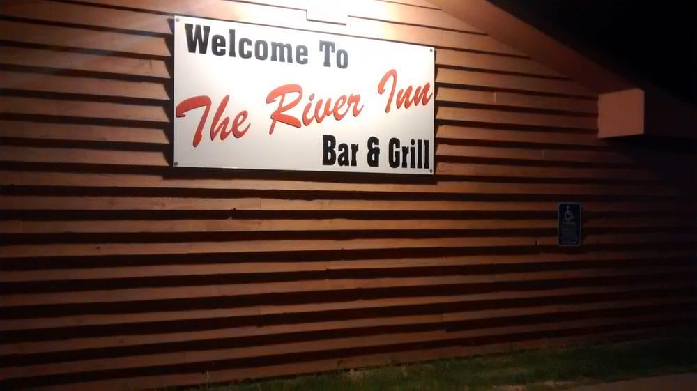 The River Inn Bar & Grill: 3212 River Gate Ave, Cloquet, MN