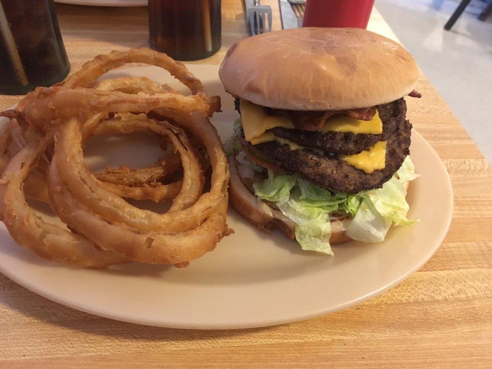 Happy Days Diner: 6230 Hwy 59 N, Shepherd, TX