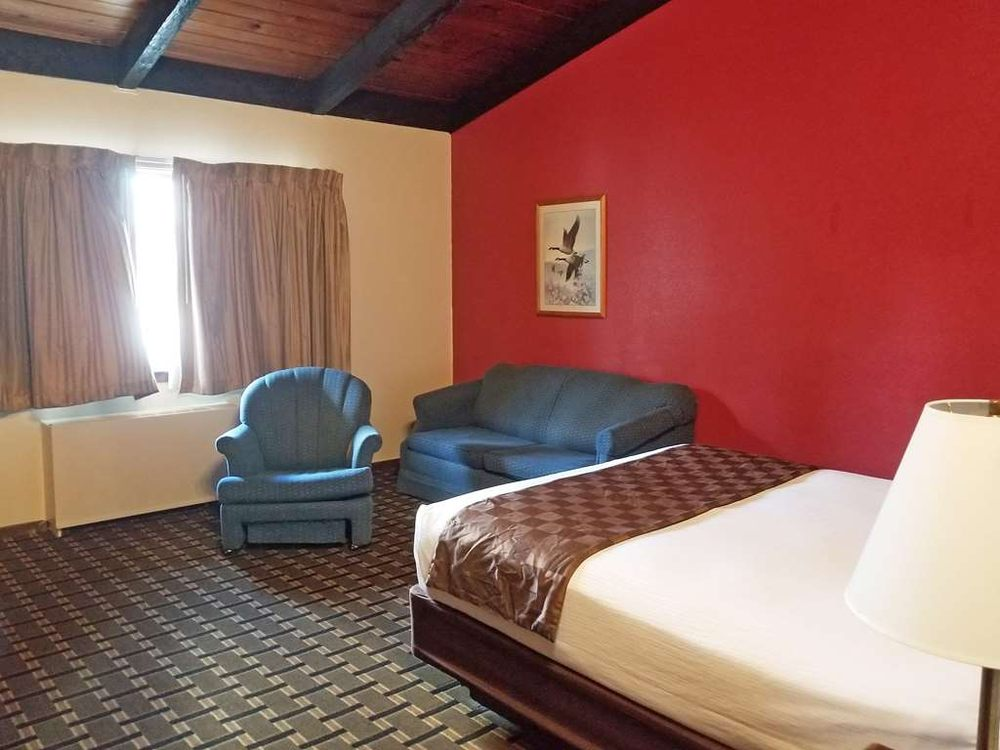 Americas Best Value Inn Hinckley: 325 Fire Monument Road, Hinckley, MN