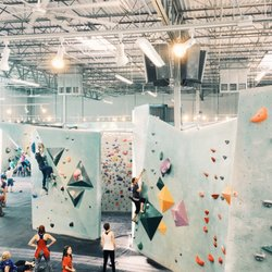 Austin Bouldering Project - 94 Photos & 102 Reviews - Gyms - 979 ...