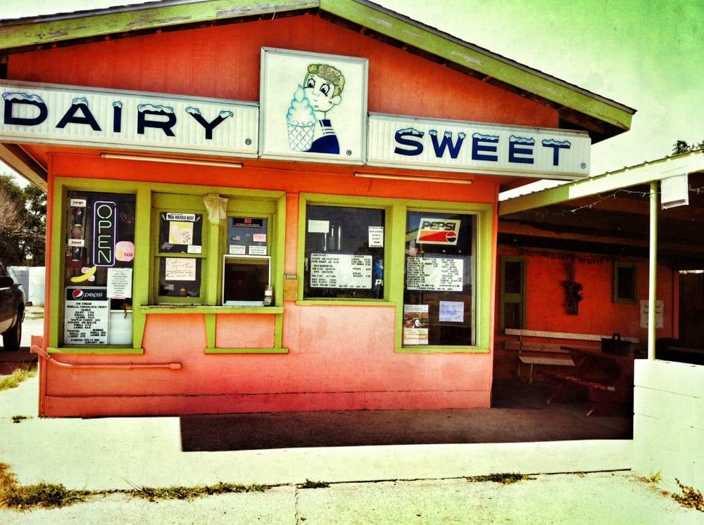 Dairy Sweet: Highway 20 & # 2, Crawford, NE