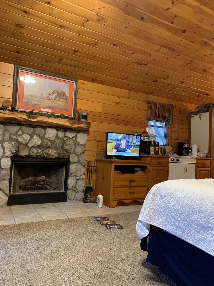 Pine Lodge Resort: 33635 Dock Rd, Afton, OK