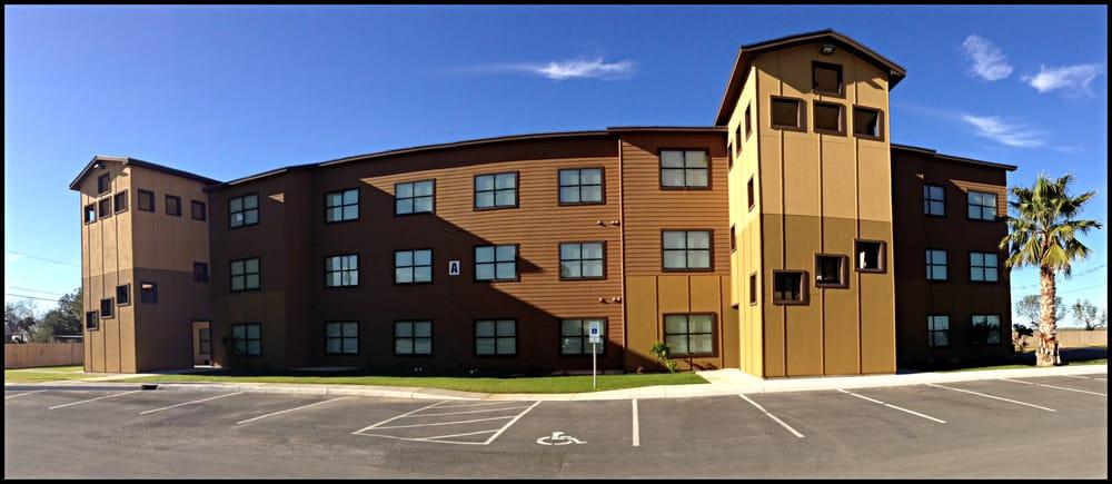 La Villita: 108 Petry Pl, Carrizo Springs, TX