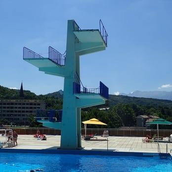 Piscine municipale d eybens piscines 12 rue du chateau for Piscine echirolles