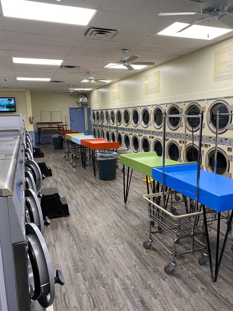 Naples Super Laundromat: 4907 Rattlesnake Hammock Rd, Naples, FL