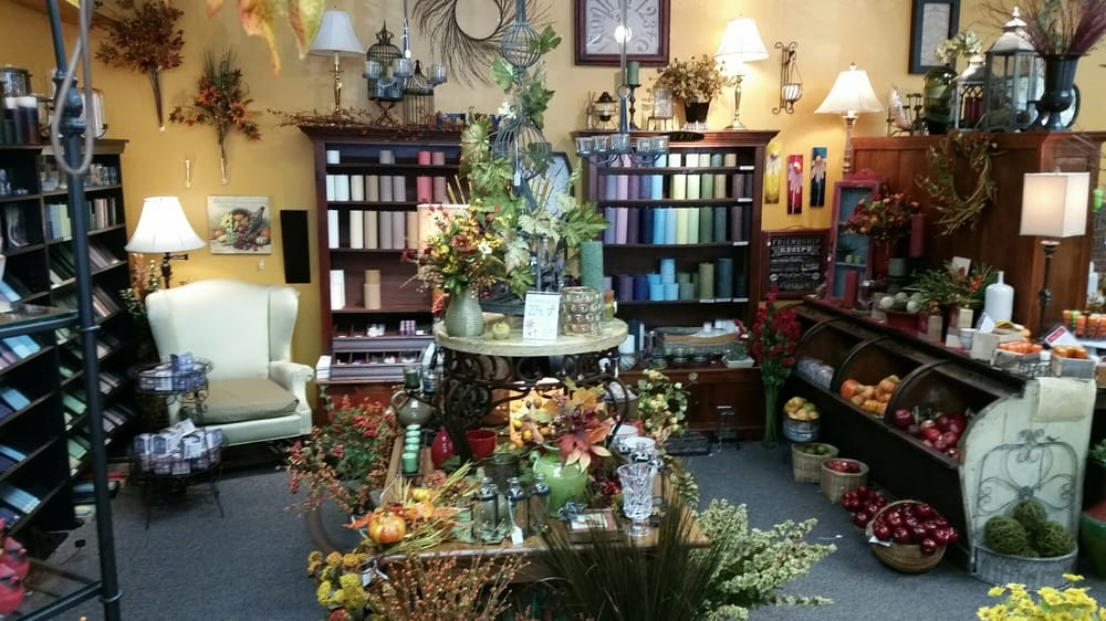 Everts Flowers Home and Gifts: 329 Main St, Ames, IA