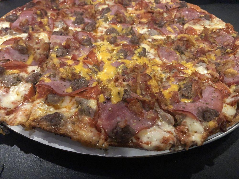 Algoma Pizza Bowl: 401 2nd St, Algoma, WI
