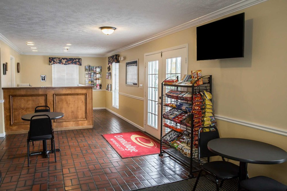 Econo Lodge Crystal Coast: 3410 Bridges St, Morehead City, NC
