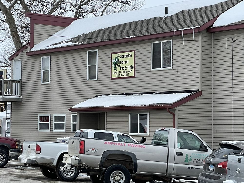 Southside Hornet Pub And Grill: 402 Franklin St, Scales Mound, IL