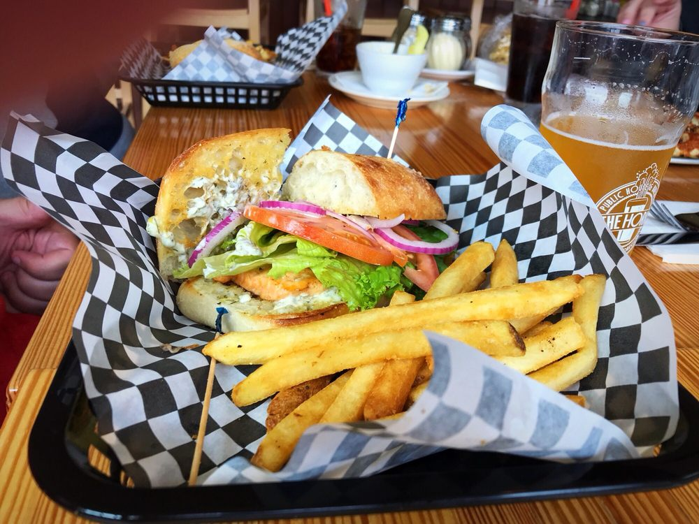 The Horn Public House & Brewery: 110 SE Hwy 101, Depoe Bay, OR