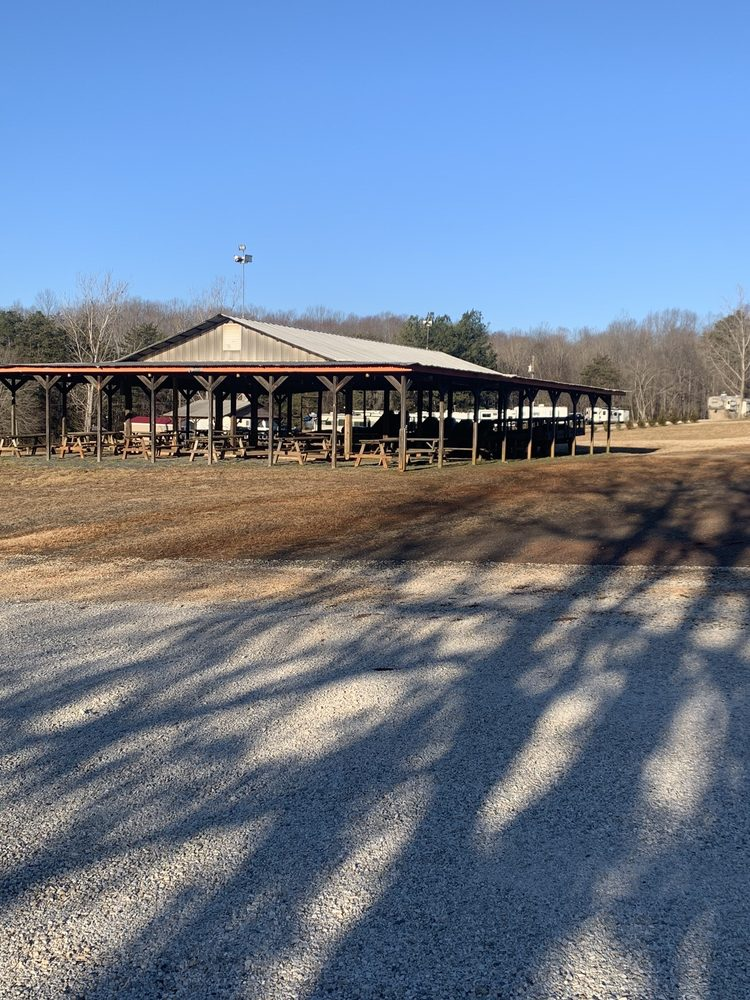 Paradise Lake Family Campground: 1105 West Lake Rd, Spout Spring, VA