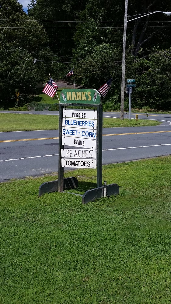Hank s farmers 39 market whiteview rd wynantskill ny for Hank s fish market