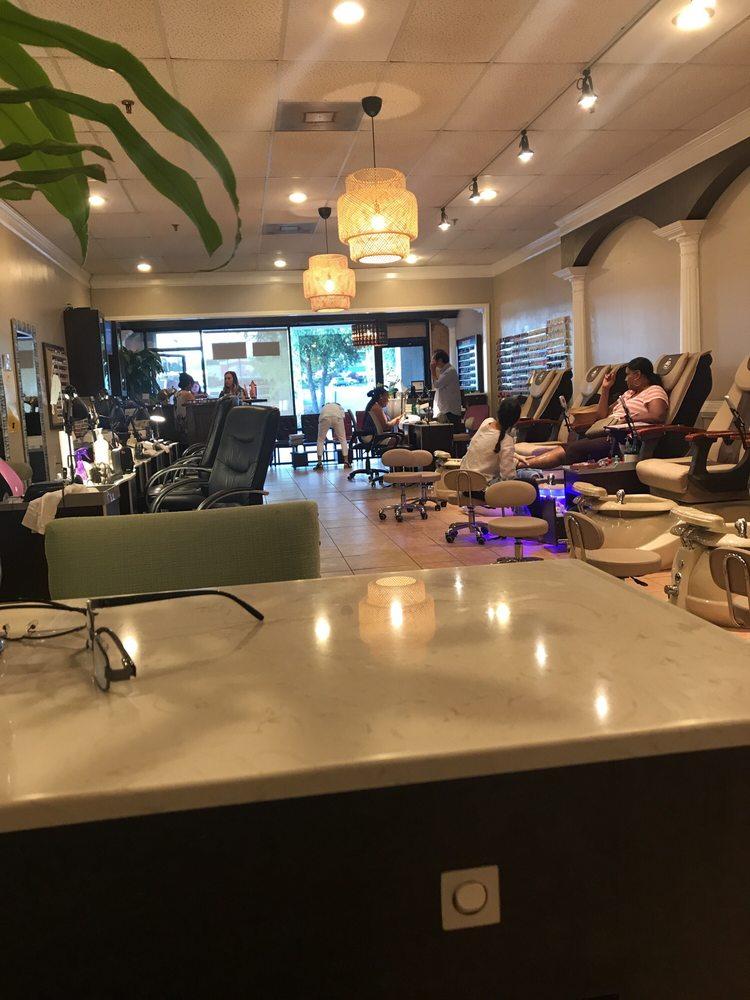 Fabulous Nail Spa: 3620 Pelham Rd, Greenville, SC