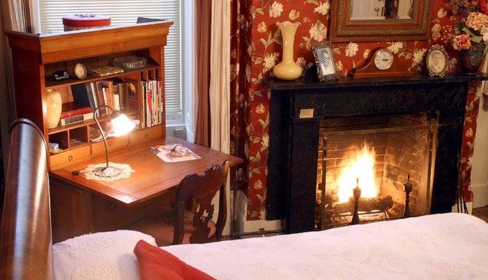 Munro House Bed & Breakfast: 202 Maumee St, Jonesville, MI