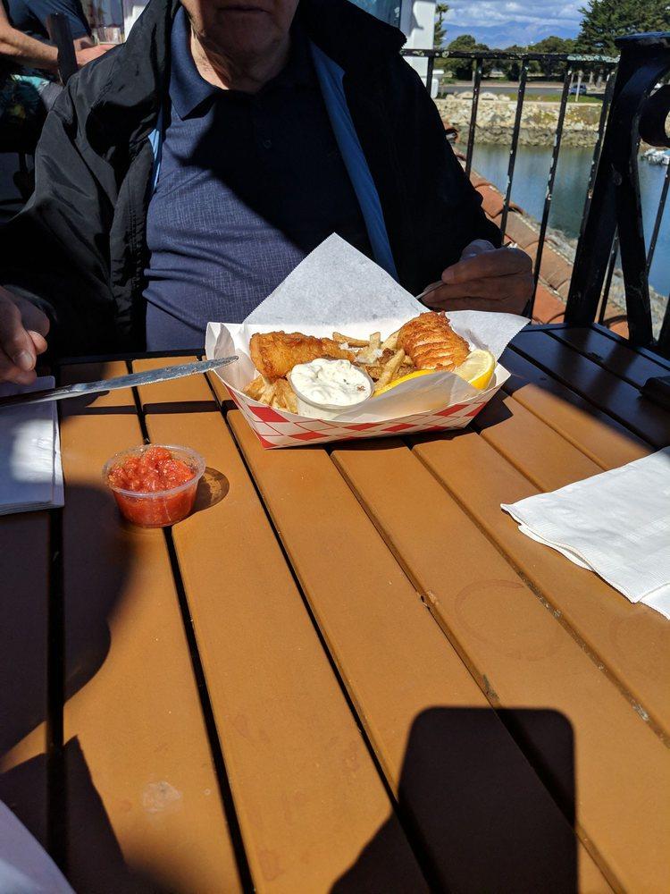 The Lookout Bar & Grill: 2800 Harbor Blvd, Oxnard, CA